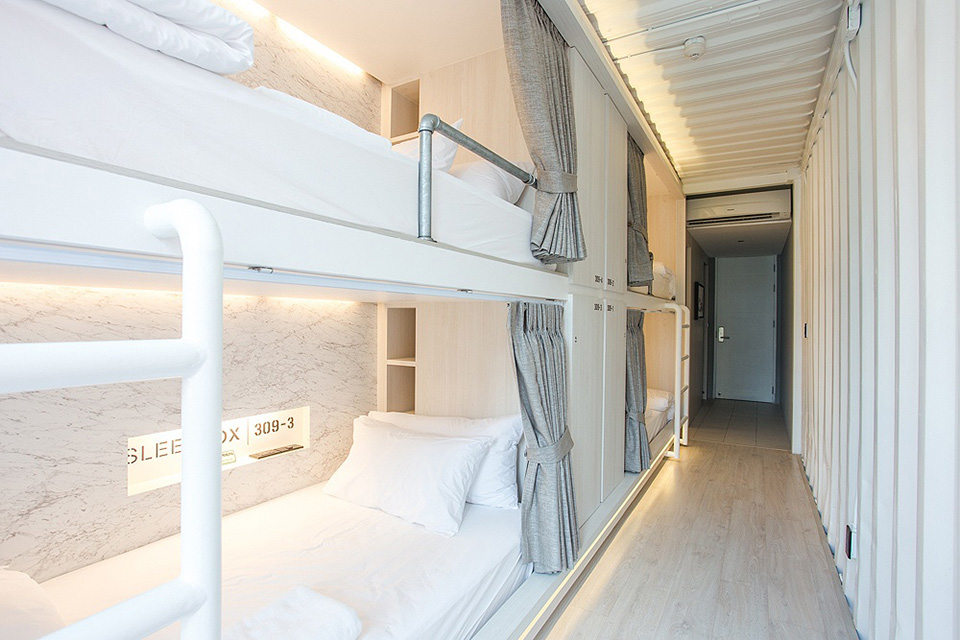 SleepBox-Sukhumvit-22- containers-chic- hostel-in-a-central-location (13)
