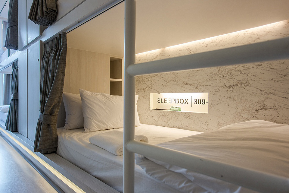 SleepBox-Sukhumvit-22- containers-chic- hostel-in-a-central-location (14)